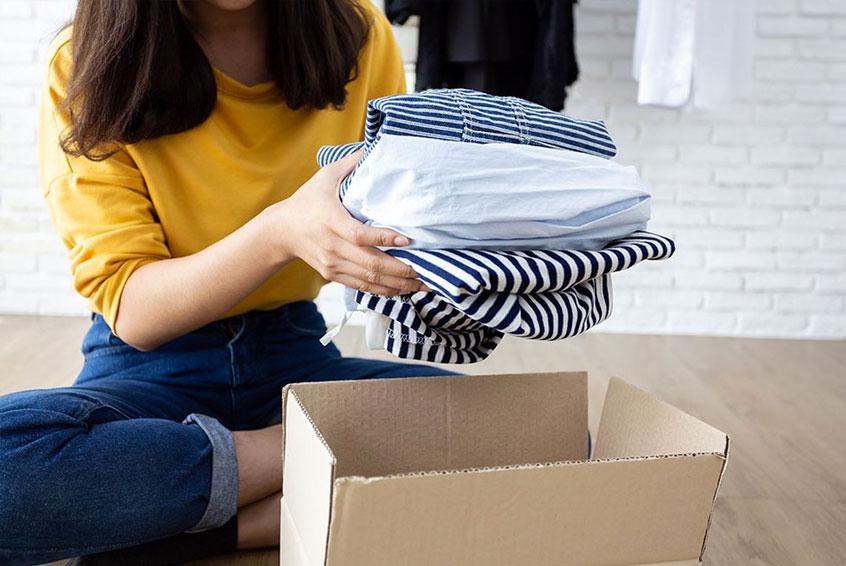 kleider richtig verpacken umzug, umzugshelfer